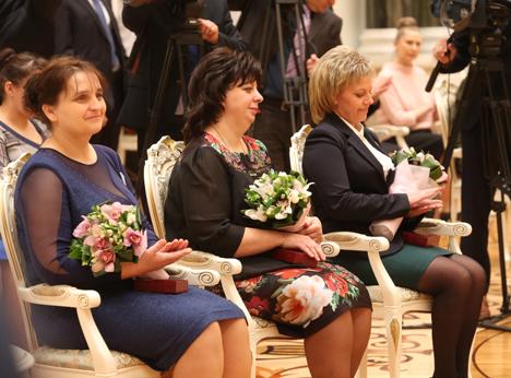 Лукашенко: Белорусские женщины являются примером милосердия и мудрости, трудолюбия и верности стране