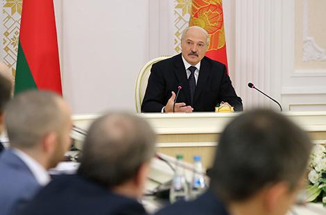 Лукашенко: Беларусь должна максимально использовать возможности по развитию цифровой экономики