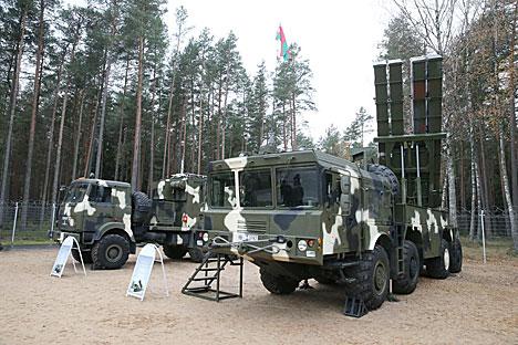 Лукашенко: Беларусь в военной сфере будет и впредь придерживаться только оборонительной стратегии
