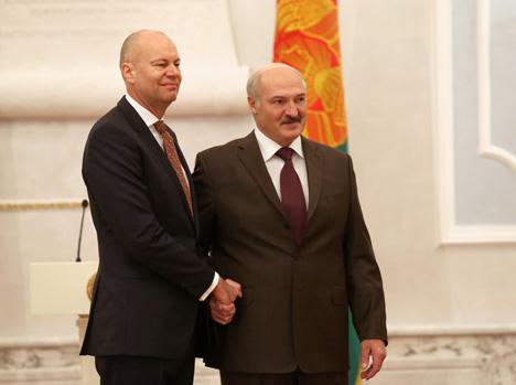 Александр Лукашенко принял верительные грамоты Чрезвычайного и Полномочного Посла Канады в Беларуси Стивена де Бора