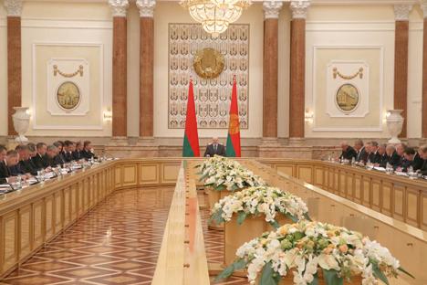 Лукашенко требует от правительства сгруппироваться в решении задач по социально-экономическому развитию Беларуси