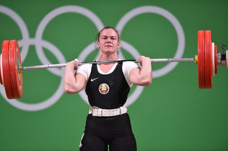 Тяжелоатлетка Дарья Наумова завоевала первую медаль для Беларуси на ОИ в Рио