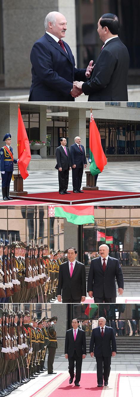 Церемония официальной встречи Президента Вьетнама Чан Дай Куанга во Дворце Независимости
