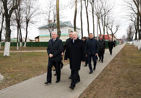 Александр Лукашенко во время посещения Буда-Кошелево