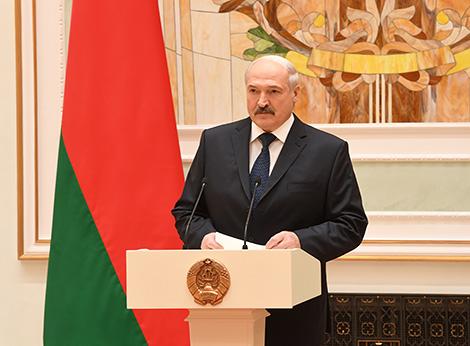 Лукашенко рассчитывает на позитивный рост экономики в 2018 году