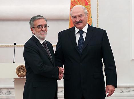 Президент Беларуси Александр Лукашенко и Чрезвычайный и Полномочный Посол Чили в Беларуси по совместительству Родриго Хосе Ньето Матурана