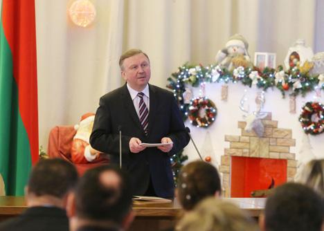 Кобяков вручил госнаграды заслуженным людям Беларуси