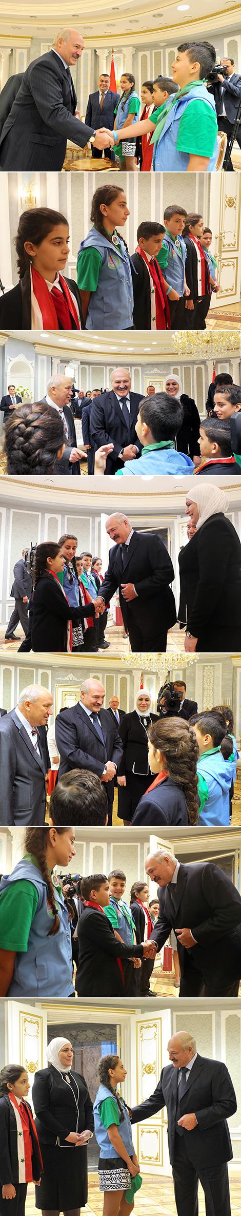 Президент Беларуси Александр Лукашенко пообщался с детьми из Сирии