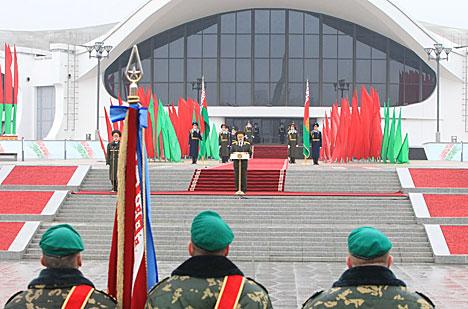 Лукашенко заверяет, что будет защищать интересы страны, ее конституционные устои и территориальную целостность