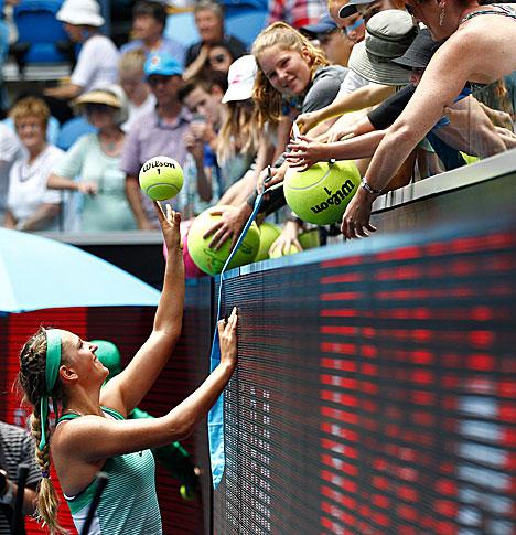 Australian Open 2016: Azarenka cruises into round three