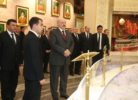 Lukashenko visits Halk Hakydasy Memorial Complex in Ashgabat