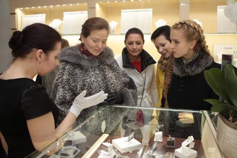 Jewelry with Belarusian diamonds goes on sale in Minsk