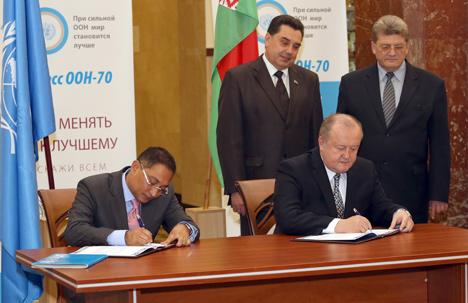 Brest Oblast Vice Governor Mikhail Serkov and UNICEF representative to Belarus Rashed Mustafa Sarwar