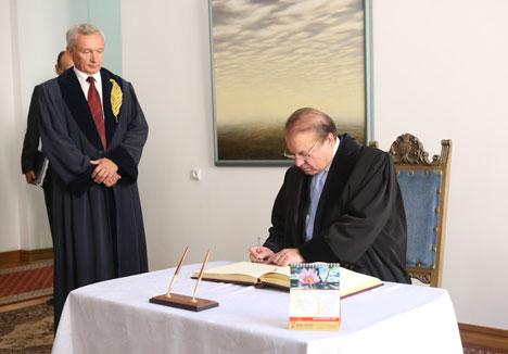 Belarusian State University awards professor emeritus title to Pakistan prime minister