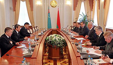 Belarus' PM meets with Rasid Meredow