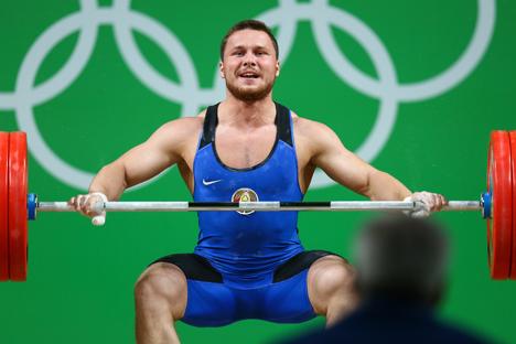 Белорусский тяжелоатлет Петр Асаенок
