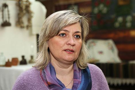 Заведующая отделом ремесел и традиционной культуры Лидского  районного центра культуры и народного творчества Елена Щелина