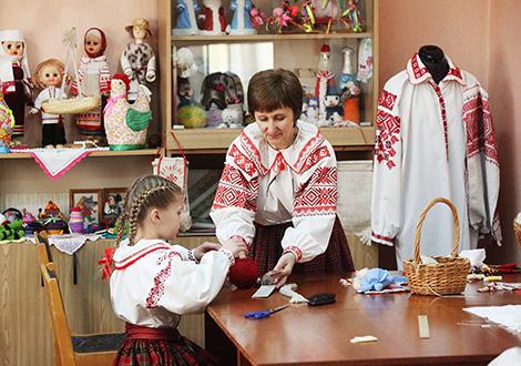 Методист-мастер по изготовлению кукол и традиционной одежды Тамара Станиславчик