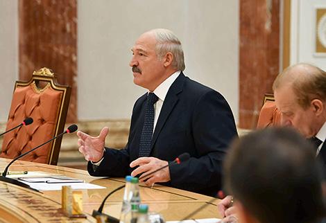 Belarus offers vehicles, equipment to Tajikistan, eager to buy cotton fiber in return