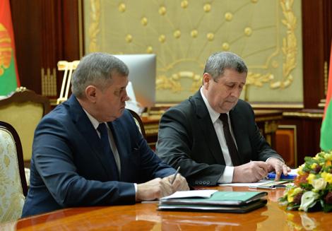 Лукашэнка патрабуе забяспечыць перапрацоўку ўсёй драўніны ўнутры Беларусі