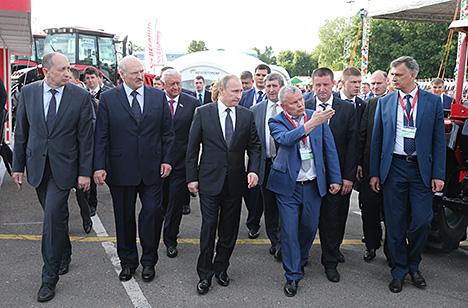"""Лукашэнка і Пуцін наведваюць выстаўку """"Белагра-2016"""""""