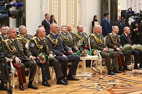 Лукашэнка: Дабрабыт Беларусі складваецца з поспехаў людзей, якія не адступаюць перад праблемамі