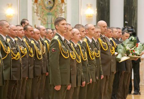 Лукашэнка нацэльвае выпускнікоў ваенных ВНУ выкарыстоўваць свае веды і вопыт для забеспячэння нацбяспекі
