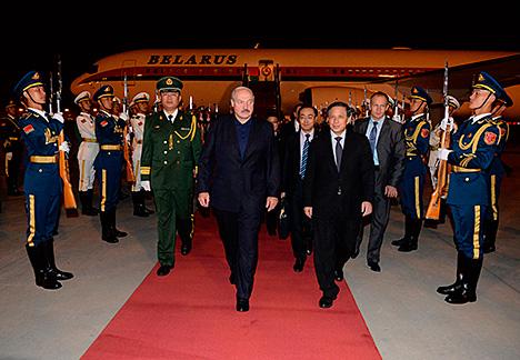 Лукашэнка прыбыў з дзяржаўным візітам у Кітай
