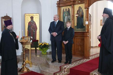Аляксандр Лукашэнка ў свята Вялікадня наведаў храм Раства Прасвятой Багародзіцы ў Оршы