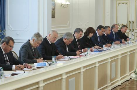 Лукашэнка патрабуе няўхільнага выканання прынятых на Усебеларускім народным сходзе рашэнняў