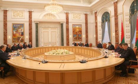 Аляксандр Лукашэнка на сустрэчы з губернатарам Архангельскай вобласці Ігарам Арловым