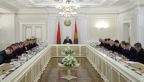 """Лукашэнка: Дамоўленасці з МВФ аб новым крэдыце не павінны прывесці да """"ўдушэння"""" народа"""