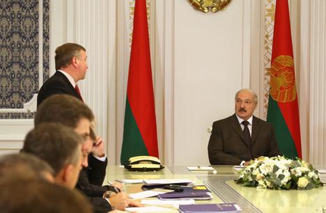 Лукашэнка патрабуе ад кантралюючых органаў дзейнічаць акуратна і справядліва