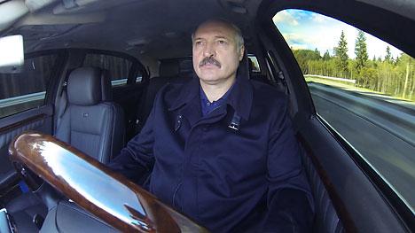 Аляксандр Лукашэнка зрабіў азнаямленчую паездку па ўчастку другой кальцавой аўтадарогі