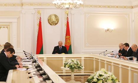 Лукашэнка патрабуе павысіць эфектыўнасць выкарыстання дзяржмаёмасці