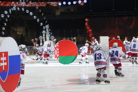 Лукашэнка: У Калядным турніры прымаюць удзел каманды, якія гатовы ўпарта змагацца за галоўны прыз