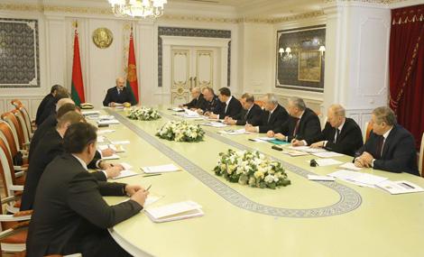 Лукашэнка ставіць задачу выключыць празмерную бюракратыю пры прадастаўленні зямельных участкаў