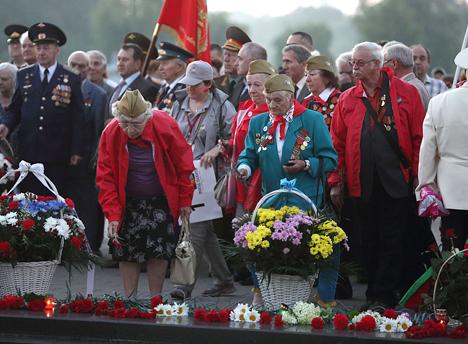У Брэсцкай крэпасці тысячы людзей сустрэлі світанне на мітынгу ў памяць аб пачатку вайны