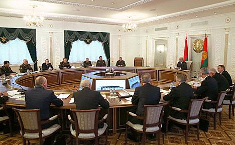 Лукашэнка пацвярджае міралюбівую палітыку Беларусі і рашучасць адстойваць нацыянальныя інтарэсы
