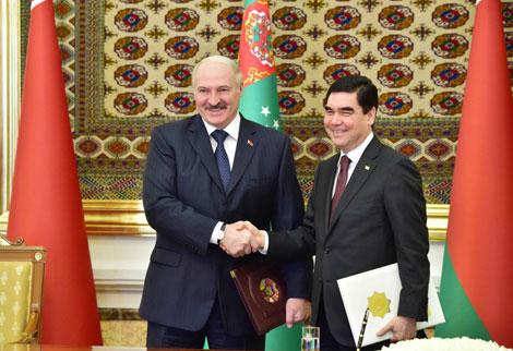 Беларусь і Туркменістан падпісалі 11 дакументаў па развіцці супрацоўніцтва ў розных сферах