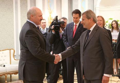 Аляксандр Лукашэнка на сустрэчы з Eўракамісарам па еўрапейскай палітыцы суседства і перагаворах аб пашырэнні ЕС Ёханесам Ханам