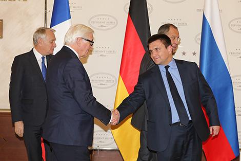 Міністр замежных спраў Германіі Франк-Вальтэр Штайнмаер і міністр замежных спраў Украіны Павел Клімкін