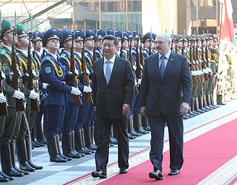 Цырымонія сустрэчы ў Палацы Незалежнасці Аляксандр Лукашэнка і Сі Цзіньпіна