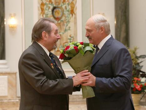 Лукашэнка: Беларусы сваёй працай і талентам забяспечваюць дабрабыт роднай краіны
