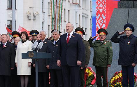 Лукашэнка: Мы ніколі не перастанем схіляцца перад мужнасцю сваіх землякоў на вайне