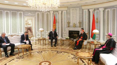 Аляксандр Лукашэнка на сустрэчы з Дзяржаўным сакратаром Ватыкана кардыналам П'етра Паралінам