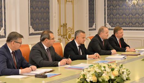 Лукашэнка патрабуе збалансаванага развіцця і пошуку новых кропак росту эканомікі Беларусі