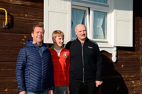 Лукашэнка і Мядзведзеў у нефармальнай абстаноўцы абмеркавалі эканамічнае супрацоўніцтва Беларусі і Расіі