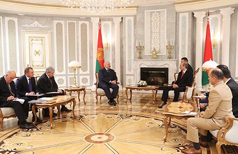 Лукашэнка пацвярджае курс на развіццё цесных адносін з Венесуэлай і мае намер зрабіць візіт у гэту краіну