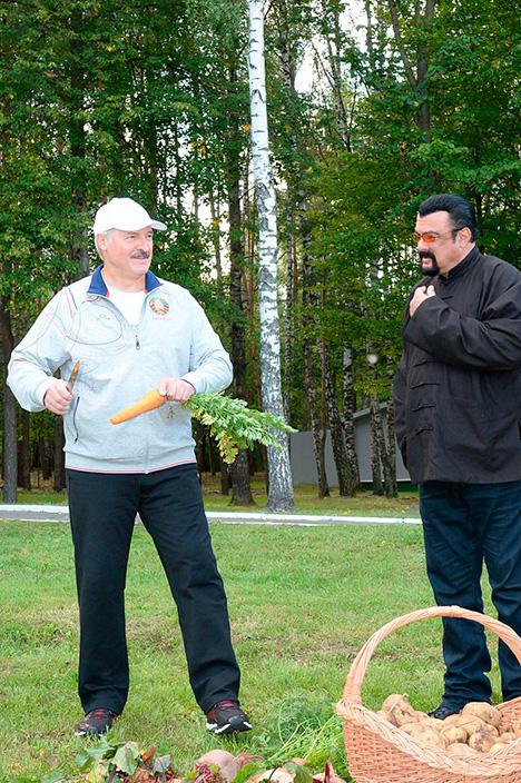 Лукашэнка правёў нефармальную сустрэчу з вядомым амерыканскім акцёрам Стывенам Сігалам